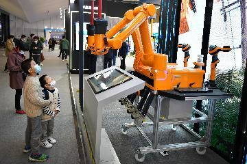 """中国经济简讯:""""新基建""""带动中国网络平台模式演化"""