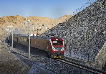 Xinjiangs border port sees record China-Europe freight trains in 2020