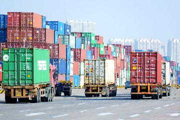 Chinas foreign trade up 28.5 pct in Jan.-April