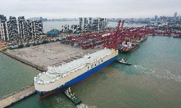 """专访:中国外贸""""开门红""""利好全球贸易与供应链稳定--访新加坡国立大学经济学专家顾清扬"""