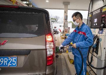 China to cut retail fuel prices for 1st time in 2021