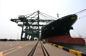Chinas foreign trade up 23.7 pct in first eight months