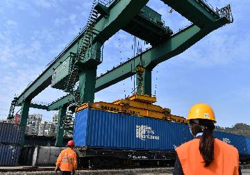 Chinas service trade rises 3.3 pct in first four months