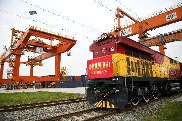 """中欧班列""""长安号""""首列中亚回程公共班列成功开行"""