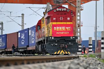China to enhance freight-train service to boost cross-border e-commerce