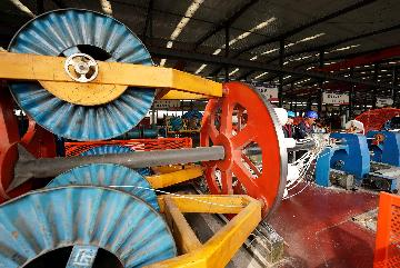 Chinas manufacturing PMI edges down to 51.1 in April