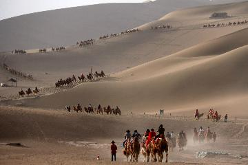 China Focus: China sees robust tourism during May Day holiday