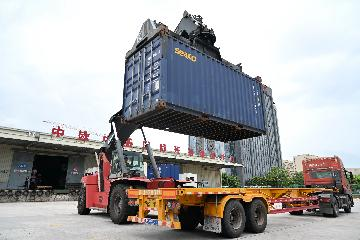 China-Europe freight-train service records over 40,000 trips