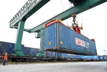 """货物贸易第一大国地位稳固 中国成全球经贸""""稳定器"""""""