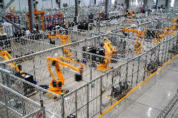 Chinas industrial robot production surges in Jan-Aug