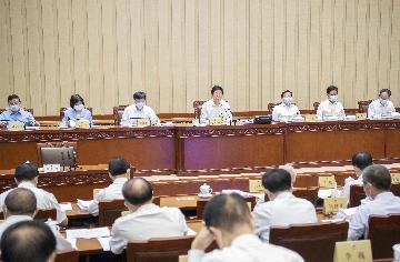 十三屆全國人大常委會第三十次會議在京舉行  審議個人資訊保護法草案、監察官法草案、人口與計劃生育法修正草案等  栗戰書主持