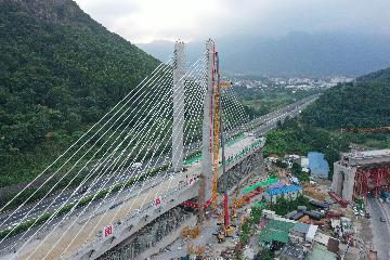新建福厦铁路太城溪特大桥不平衡转体斜拉桥合龙