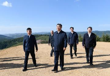 """""""14亿多中国人拧成一股绳,在中国特色社会主义道路上锲而不舍走下去""""--习近平总书记考察河北承德纪实"""