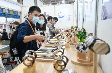 Chinas service trade rises in first seven months