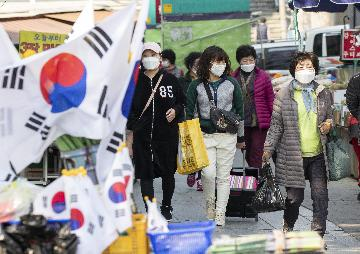 S. Korean stocks plunge 4.9 pct on fear of COVID-19 outbreak